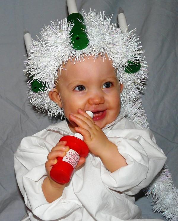 Barn med LKG (läpp- käk- och/eller gomspalt) iklädd luciakrona.